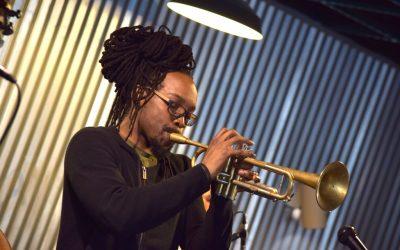 Le Guitariste trompettiste Josiah Woodson rejoint l' IMEP