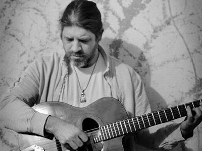 Stephane Wrembel, ancien élève de l'équipe pédagogique de l'IMEP Paris College of Music et célèbre guitariste de Jazz Manouche