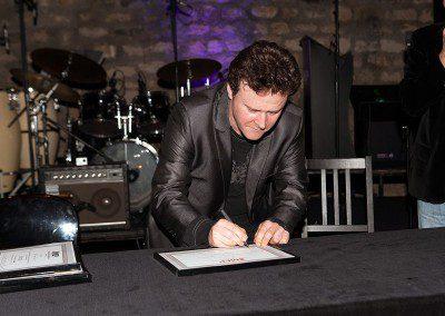 Sylvain Luc signe le diplôme ! Promotion 2013