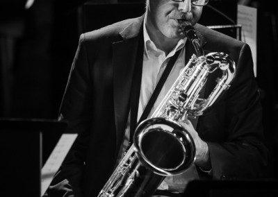 Arnaud Quercy au saxophone baritone avec le Big Band de l'IMEP