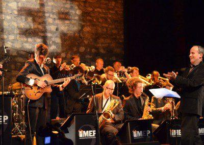 François Fichu, co-fondateur de l'IMEP dirige le Big Band accompagné par Sylvain Luc