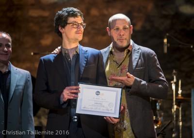 Matthieu Barjolin avec Jeff Ballard, reçoit son diplôme de l'IMEP